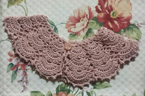 cuello crochet rosa2